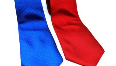 krawat czerwony czy niebieski