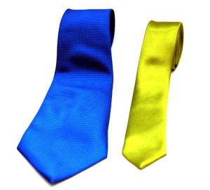 wąski krawat szeroki krawat