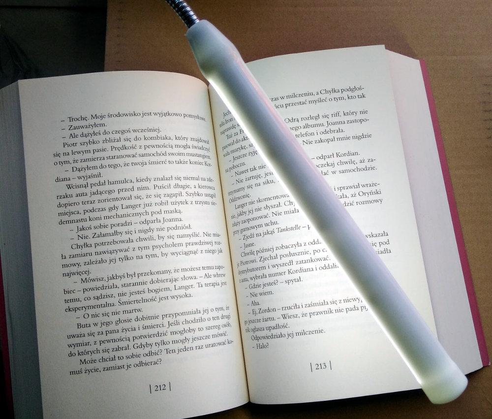 Jaka lampka do czytania książek? Tania i dobra lampka do ksiażek