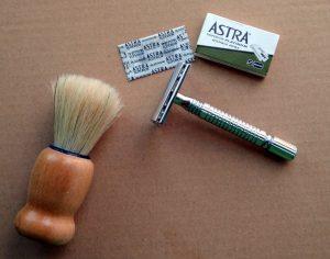 Tradycyjne golenie. Maszynka na żyletki