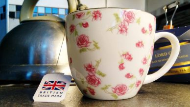 Herbata jako nawóz. Jak wykorzystać fusy do kwiatków?
