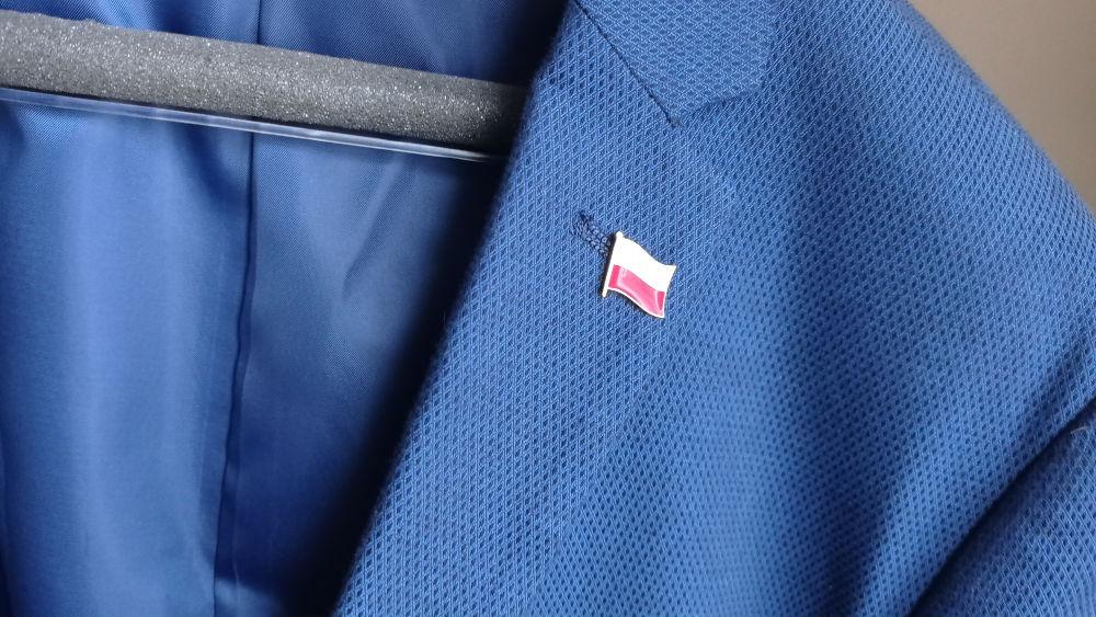 Polska flaga w klapie marynarki. Gdzie kupić? Ile kosztuje?